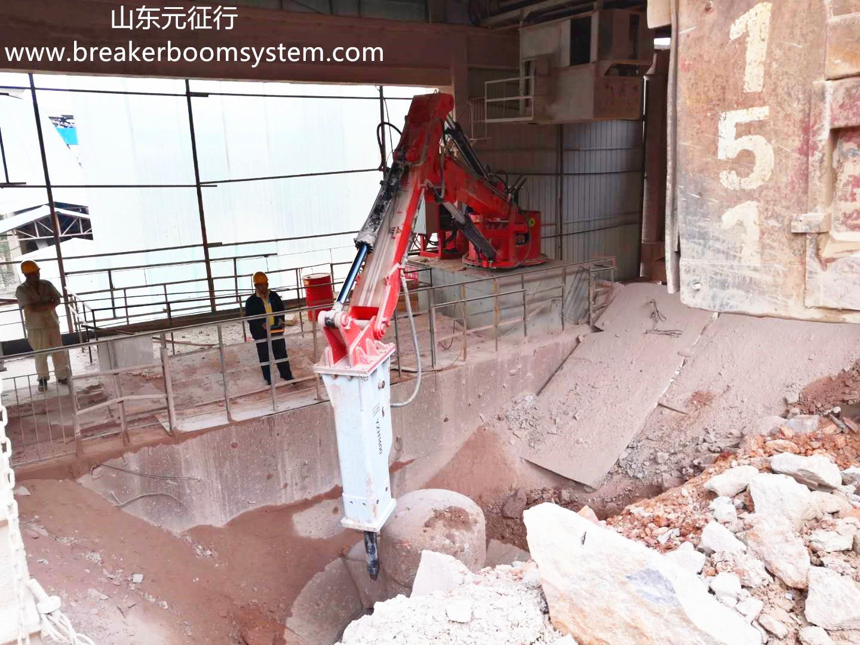 hydraulic breaker boom system for gyratory crusher